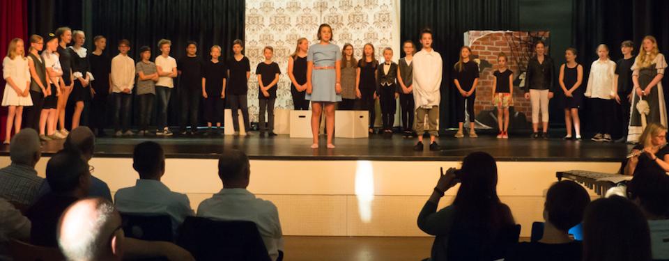 Ghoxit oder Geist-Erlösung? – Musikklasse glänzt mit Musical-Aufführungen
