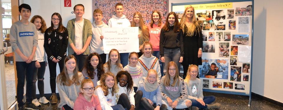 Schüler der Klassen 9b und 6d des Gymnasium Georgianum spenden 320 Euro