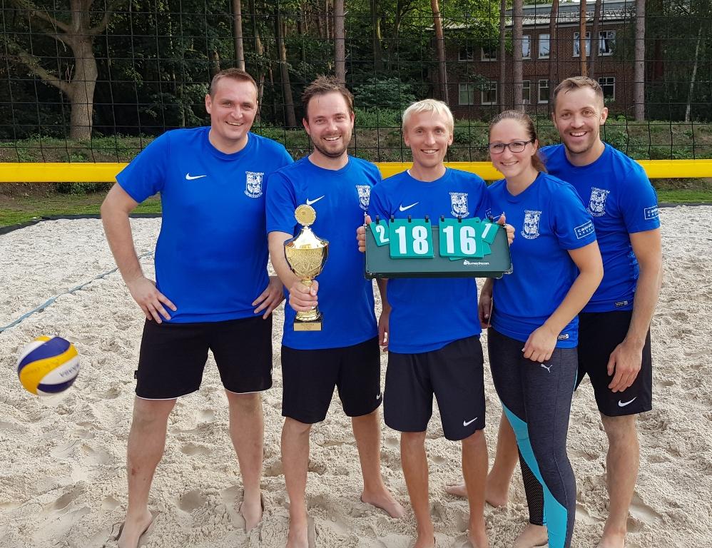 Lehrkräfte überzeugen - Georgianum gewinnt Volleyball-Abschlussturnier der Firmenliga
