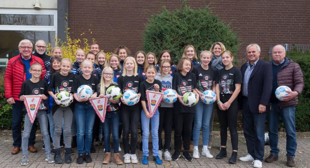 Besondere Ehrung der Fußballerinnen durch den Niedersächsischen Fußballverband