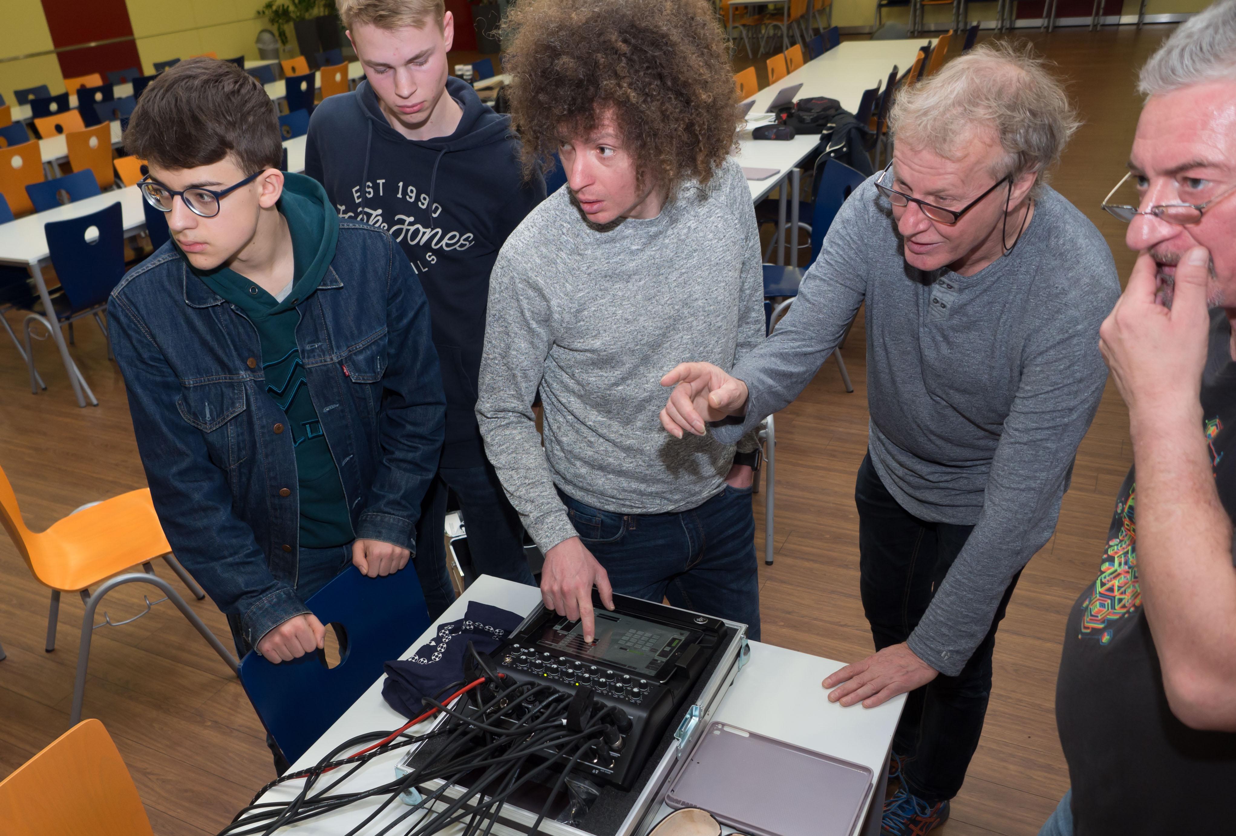 Handgemachte Musik nun digital unterstützt - Veranstaltungstechnik-Workshop am Georgianum