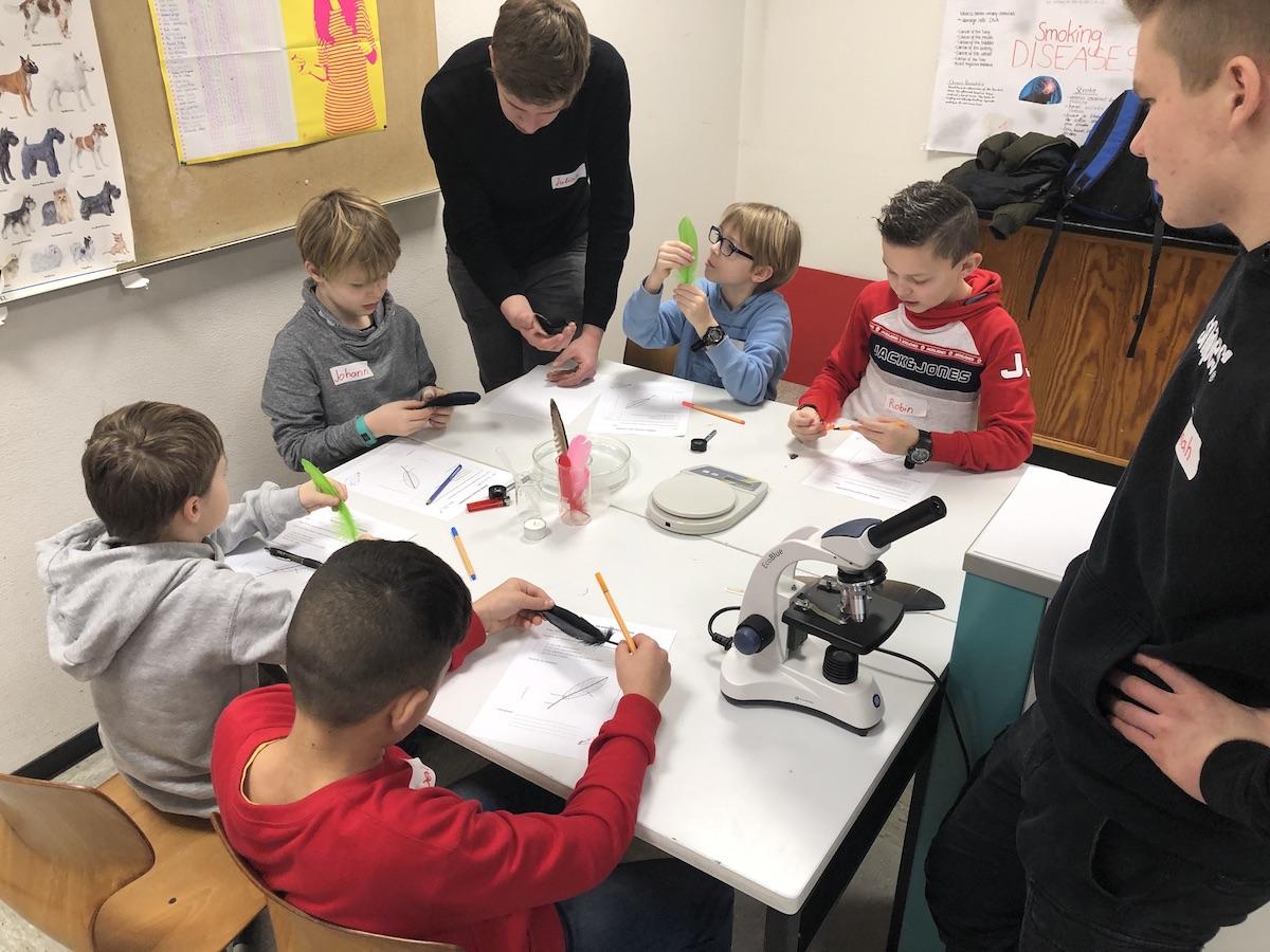 Spannender Vormittag am Georgianum – Grundschüler erkunden Naturwissenschaften