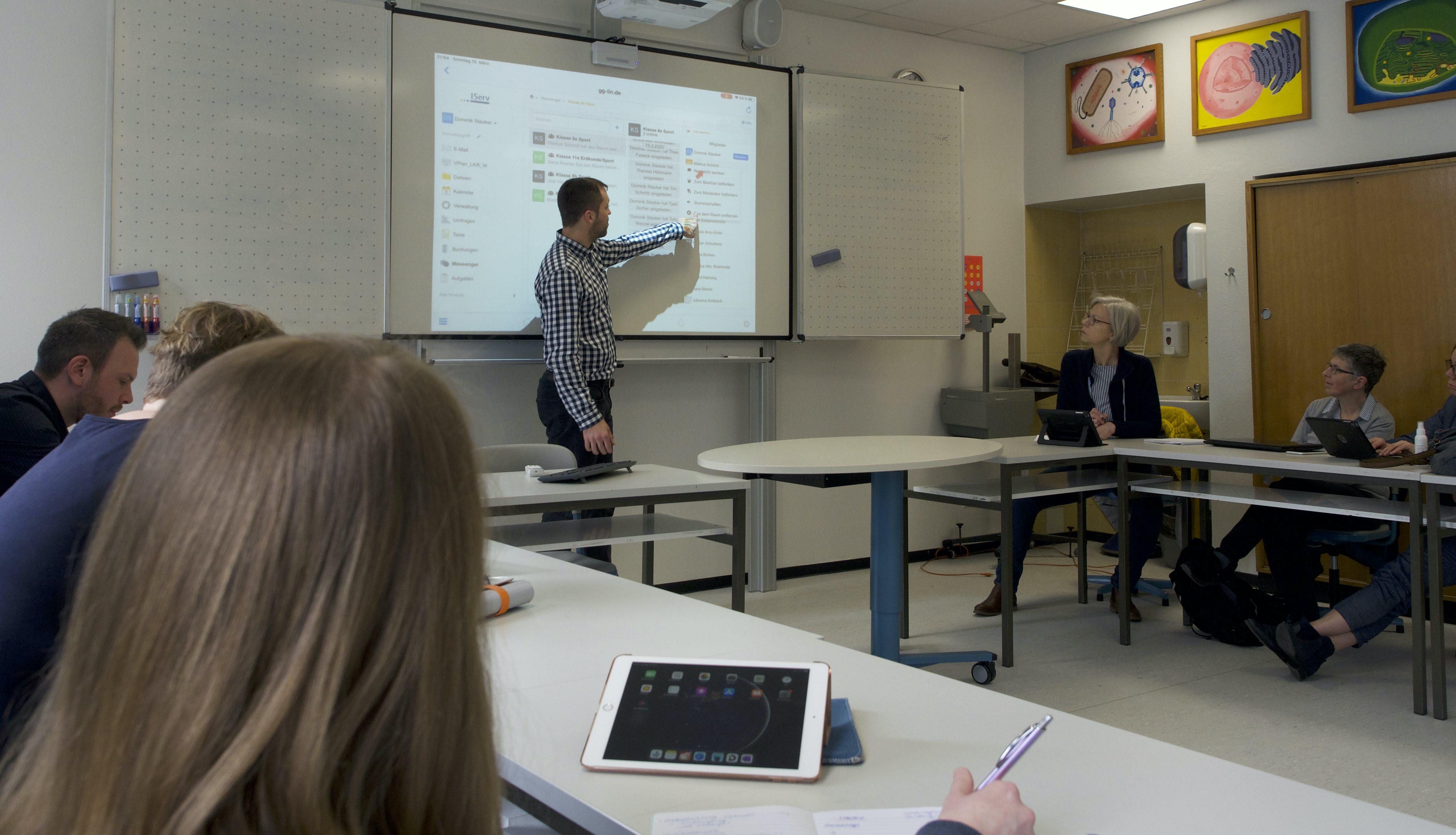 Lernen trotz Corona: Volle Schulklassen in virtuellen Räumen