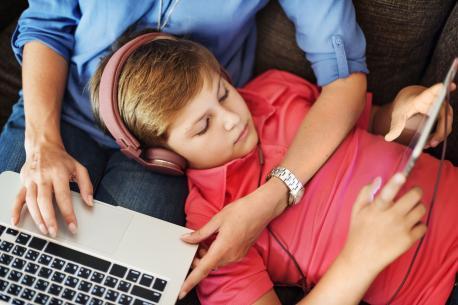"""Zoom-Seminar: ElternBildung Lingen: """"Kinder sicher im Netz"""""""